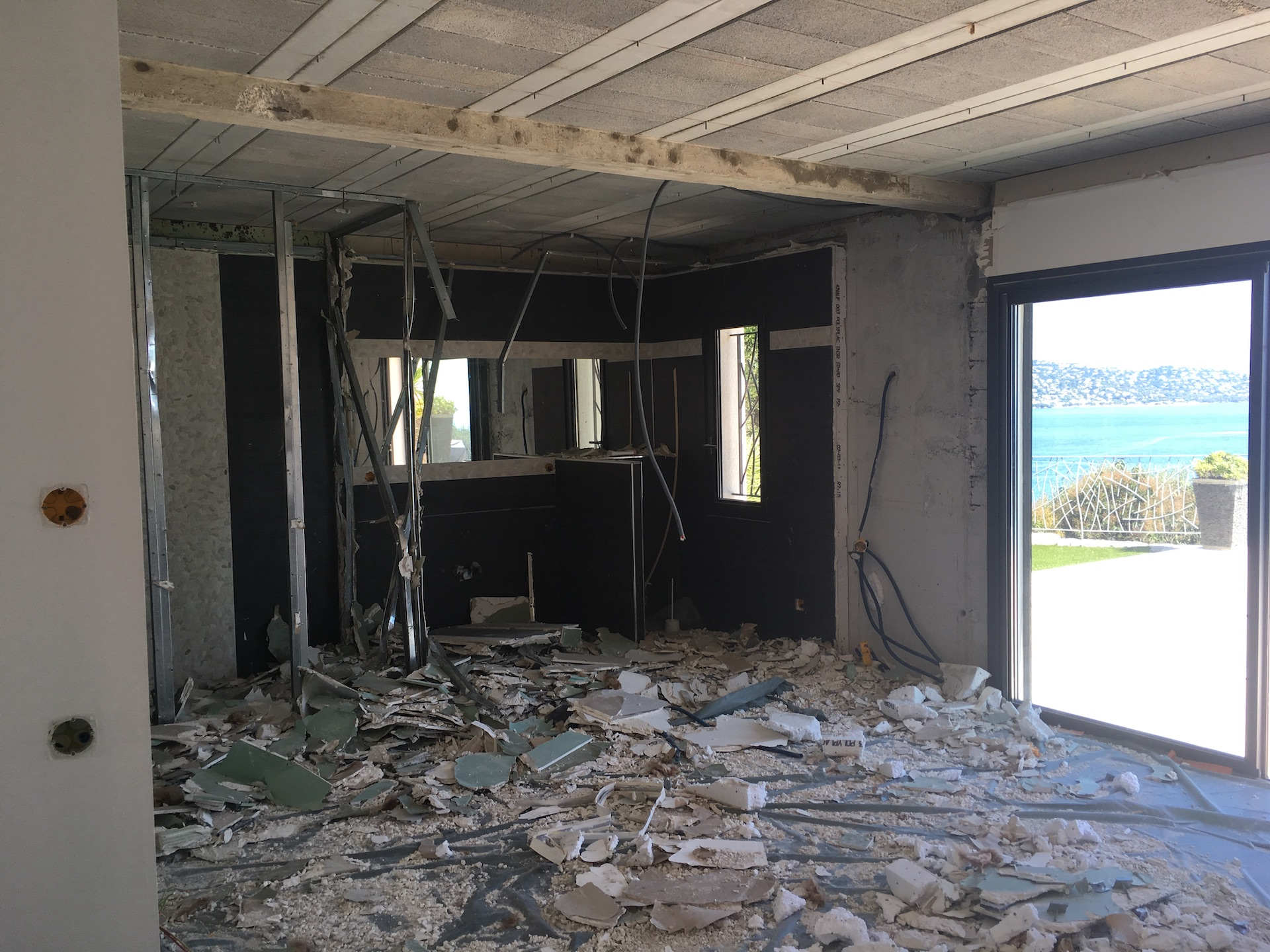 renovation villa pointe des sardinaux var24